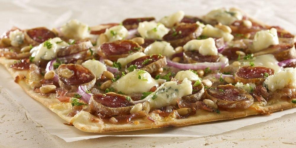 Pizza Cochonnaille et fromage bleu de la Piazzetta